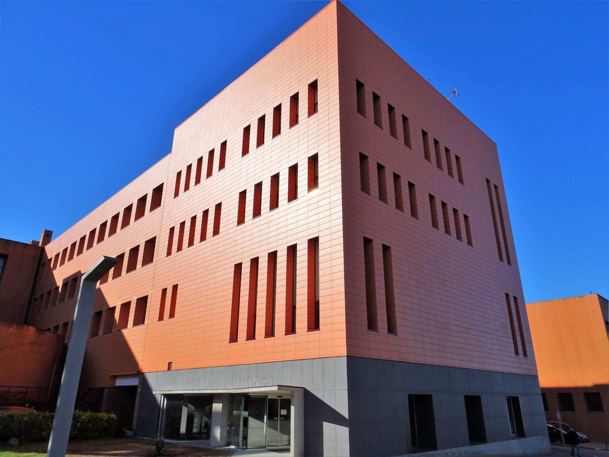 Fachada-ventilada-universidad-Arbone